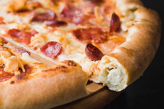 Піца з бортиком